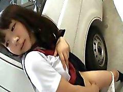 Aziatische tiener werkt geile kut