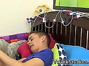 Гей половые видеофильмы двойной анальный Кирк Тэйлора прибыл за dinne