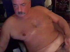 papà con baffi su camma e cum