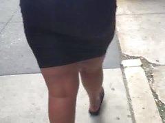Tall толстушкой большая добыча MILF в жесткой черным платьем 2.