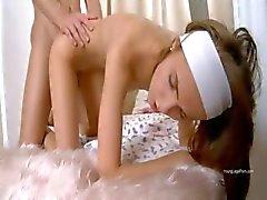 Rus çocuk bakıcısı ile egzersiz masaj