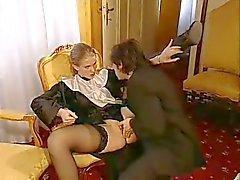 Una giovane suora cui piace prenderlo nel culo