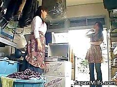 Kiimainen japanilainen MILFS imevät ja vitun part2