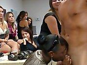 filles magnifiques suce weenie a immonde d'une bande dancer
