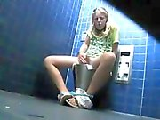 Masturbation saisie dans la salle de bains