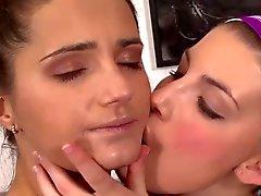 belles des l' embrasser Femmes du ( 21 )