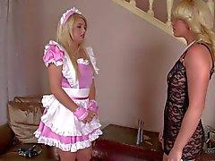 Zimmermädchen erhält überraschenderweise und Kathia Nobili Ball als Knebel