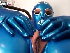 Kinky di Fiona di Il lattice blu mostrando la sua vagina fenditura