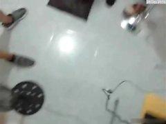 Deux types jeter une salope assez sur livecam