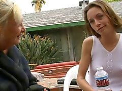 Büyükanne Anastasia Sands Seduces Genç Vanessa Mackenzie