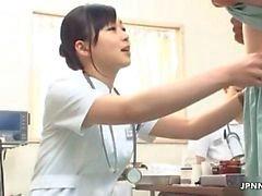 Reiz Krankenschwester reiben einem Hahn vom JPNNurse