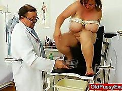 Fett Brünette MILF bekommt eine Gynäkologen
