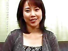 Asiatisk tjej knullar en svart snubbe