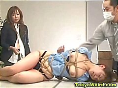 Menina escritório japonês humilhado e espancado