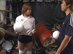 Bedövning japansk tjej glada när som hon blir beläggs i jordnötssmör