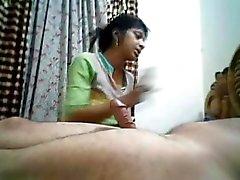 Desi Bhabhi saugt und Nimmt einen Cumshots Dicke