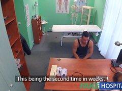 FakeHospital Kinky hemşire hasta, oral seks ile boşalmasına yardımcı olur