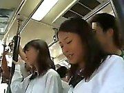 Kahdesta koulutytöt kopeloi kohteessa Bus