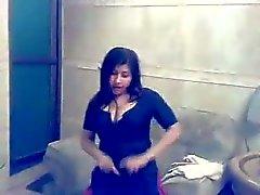 Garota muçulmana apresentando em Mujra privada