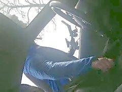 De otomobil In een handje geile adama helpt Wielrenner