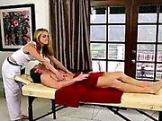 Удивительные порнозвезд об особым массаж кровати