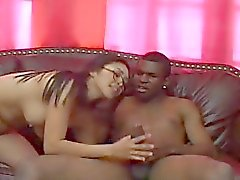 Hot Asian interracial com um enorme galo negro cara
