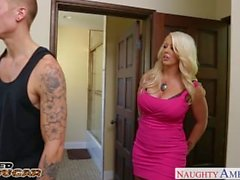 Blonde Cougar Alura Jenson hypätä cock