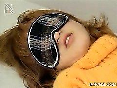 Atada Muchacha adolescente del japoneses obtiene coño peludo embromado