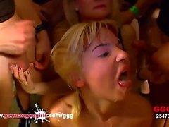 MILF ger henne Stepdaughter till A gangbang tyska flickor Goo