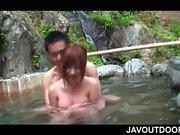 Relations sexuelles sirène Boob des la roux nue suçait en une piscine extérieure