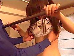 japanisch Schülerinnen (18) spielt mit ihrem Sportlehrer