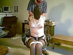 Encapuzado Tie Chair