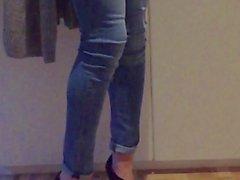 ходьбе и Нет Игры Кончить в тощими джинсами