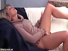 Hot morena babe recebe fricção tesão