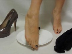 masked slave clean/eat from mistress feet