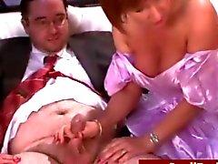 Milf Femdoms auslachen Pfleger winzige Schwanz