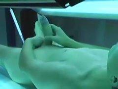 Bronzlaşma kabini masturbasyon yapmak