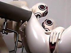 Zwei geilen Deutsch Schlampen die gerne oben in reizvoll Latex anzuziehen