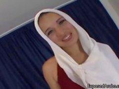 Onun güzel doğal Arap sürtük gösteren