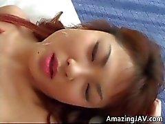 Sıcak japon kız horoz emme ve part3 alır