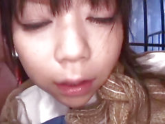 Minami Asaka fournit un traitement particulier sur 2 bites