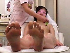 Babe Oriental Petite bénéficie d'un massage sensuel et est fait t