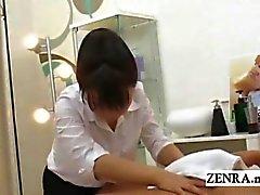 Подзаголовок CFNM японцы массажист заканчивается дающий мастурбирует