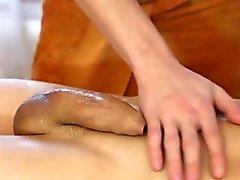 Cena quente quente da massagem que caracteriza os parafusos prisioneiros gorgeous Tom e Jose