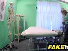 Sahte Hastanesi Büyük azgın Milf chiropractor memelerinikesip