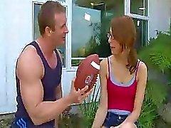asosyal Lexi Bloom onu basketbal tarafından sabit becerdin alır