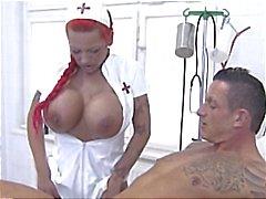 Procace redhead infermiere German offre testa dei pazienti e si masturba