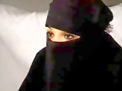 Zwarte boerka Arabische moslim meisje Nadia zuigt op Big West- Europese Republikeinse Franse Penis