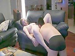 Mollig Stern Mädchen immer die auf dem Sofa gefickt