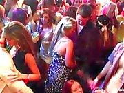 Bi meninas fodendo dicks na festa selvagem